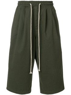 укороченные брюки с заниженной проймой Yuiki Shimoji