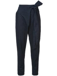 зауженные брюки с запахом Apiece Apart
