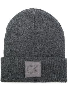 шапка с логотипом Calvin Klein