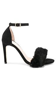 Босоножки на каблуке с открытым носком holmes - RAYE