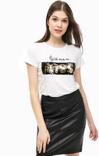 Белая футболка с принтом и декором из пайеток Alcott