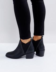 Кожаные полусапожки на среднем каблуке с заклепками Rule London - Черный