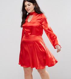 Атласное короткое приталенное платье с вырезом Club L Plus - Красный