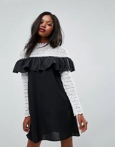 Платье с высоким вырезом, длинными рукавами и отделкой кроше Club L - Белый