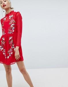 Платье мини из ткани добби с вышивкой ASOS - Красный