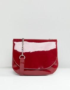 Лакированная сумка-седло с ремешком через плечо Monki - Красный