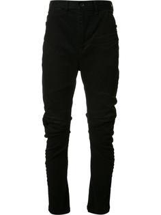 брюки с рваными деталями Julius