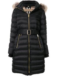 пальто-пуховик с капюшоном и мехом енота Burberry