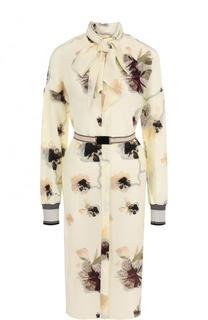 Приталенное шелковое платье с принтом и воротником аскот By Malene Birger