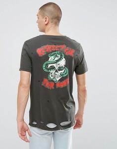 Потертая удлиненная футболка с овальным вырезом и принтом ASOS - Черный