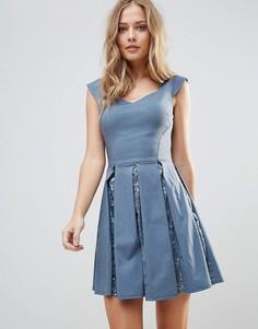 Короткое приталенное платье с пайетками City Goddess - Серый