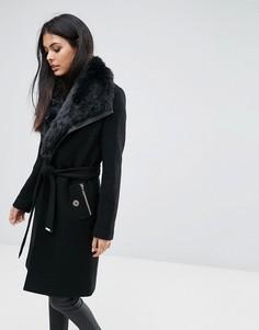 Пальто с запахом, поясом и отделкой искусственным мехом Lipsy - Черный