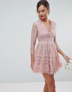 Кружевное платье мини для выпускного с длинными рукавами ASOS - Розовый