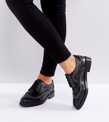 Кожаные туфли на плоской подошве для широкой стопы с отделкой заклепками ASOS MONTEREY - Черный