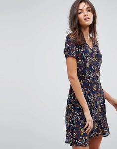 Короткое приталенное платье с цветочным принтом и короткими рукавами Pussycat London - Темно-синий