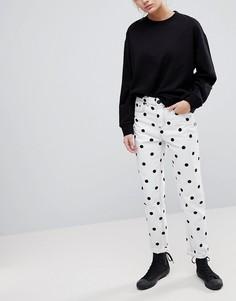 Джинсы в винтажном стиле с монохромным принтом в горошек ASOS ORIGINAL - Белый