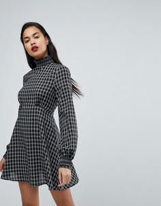 Короткое приталенное платье в клетку с высоким воротом Fashion Union - Черный