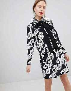 Платье мини А-силуэта с завязкой на бант и принтом карт Sister Jane - Черный
