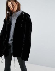 Оверсайз-куртка из искусственного меха с капюшоном и молнией Story Of Lola - Черный