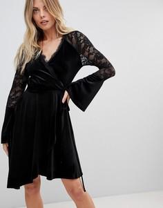 Бархатное платье с запахом, расклешенными кружевными рукавами и асимметричным краем ASOS - Черный