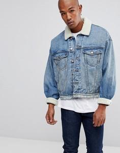 Выбеленная синяя джинсовая оверсайз-куртка с воротником из искусственного меха ASOS - Синий