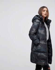 Дутое пальто с камуфляжным принтом Only - Кремовый