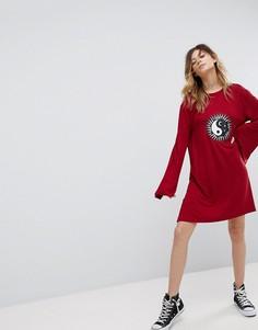 Платье мини с расклешенными рукавами и принтом символа инь-ян Rokoko - Красный