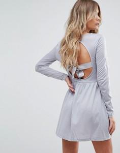 Короткое приталенное платье с открытой спиной и бантом Brave Soul - Серый