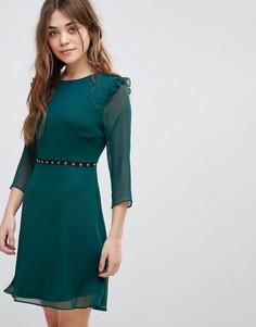 Короткое приталенное платье с отделкой люверсами New Look - Зеленый