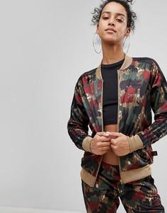 Камуфляжная спортивная куртка adidas Originals X Pharrell Williams - Мульти