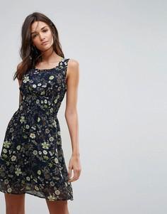 Короткое приталенное платье с цветочным принтом Pussycat London - Темно-синий