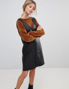 Платье мини из искусственной кожи с V-образным вырезом ASOS - Черный