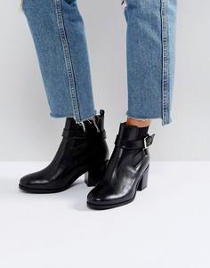 Ботинки на каблуке с пряжками на ремешках Carvela - Черный