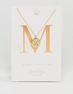 Позолоченное ожерелье с инициалом М на подвеске-диске Orelia - Золотой