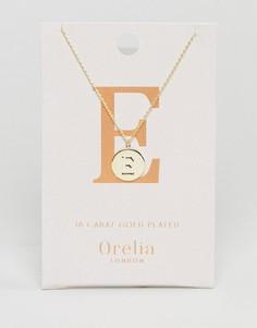 Позолоченное ожерелье с инициалом Е на подвеске-диске Orelia - Золотой