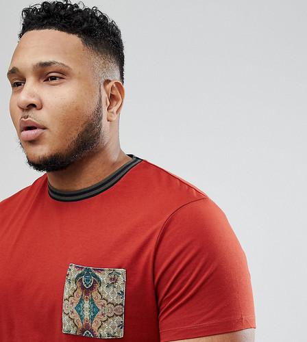 Футболка с велюровым карманом ASOS PLUS - Красный