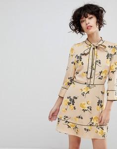 Чайное платье с завязкой и цветочным принтом J.O.A - Кремовый J.O.A.