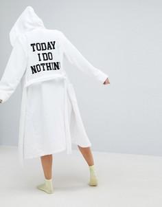 Махровый халат с вышивкой ASOS Premium - Белый
