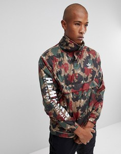 Ветровка на молнии с камуфляжным принтом adidas Originals x Pharrell Williams Hu Hiking CY7871 - Красный