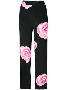 брюки с розами Ganni