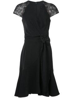 платье с запахом и кружевными рукавами  Tadashi Shoji