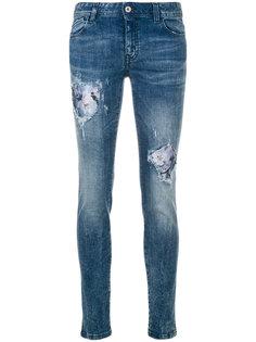 джинсы кроя слим с заплатками Just Cavalli
