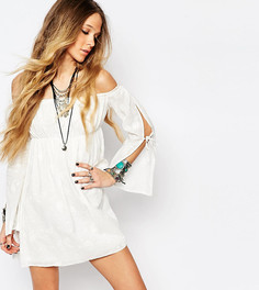 Кружевное платье с открытыми плечами Reclaimed Vintage - Белый