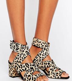Босоножки на каблуке с леопардовым принтом для широкой стопы River Island - Мульти