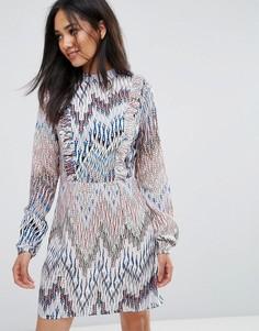 Платье с принтом, оборками и высоким воротником AX Paris - Мульти