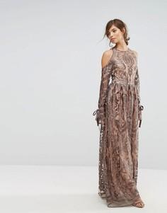 Платье макси с открытыми плечами и вышивкой True Decadence Premium - Серый