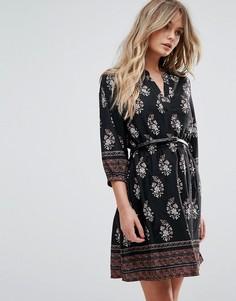 Платье с принтом, поясом и рукавами 3/4 Yumi - Черный