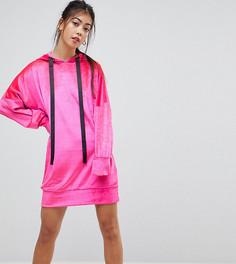 Бархатное платье с капюшоном и контрастными завязками ASOS PETITE - Розовый