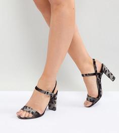 Бархатные сандалии для широкой стопы с леопардовым узором и блочным каблуком New Look - Серый