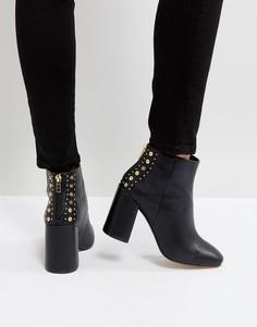 Полусапожки на каблуке с квадратным носком и заклепками на заднике New Look - Черный